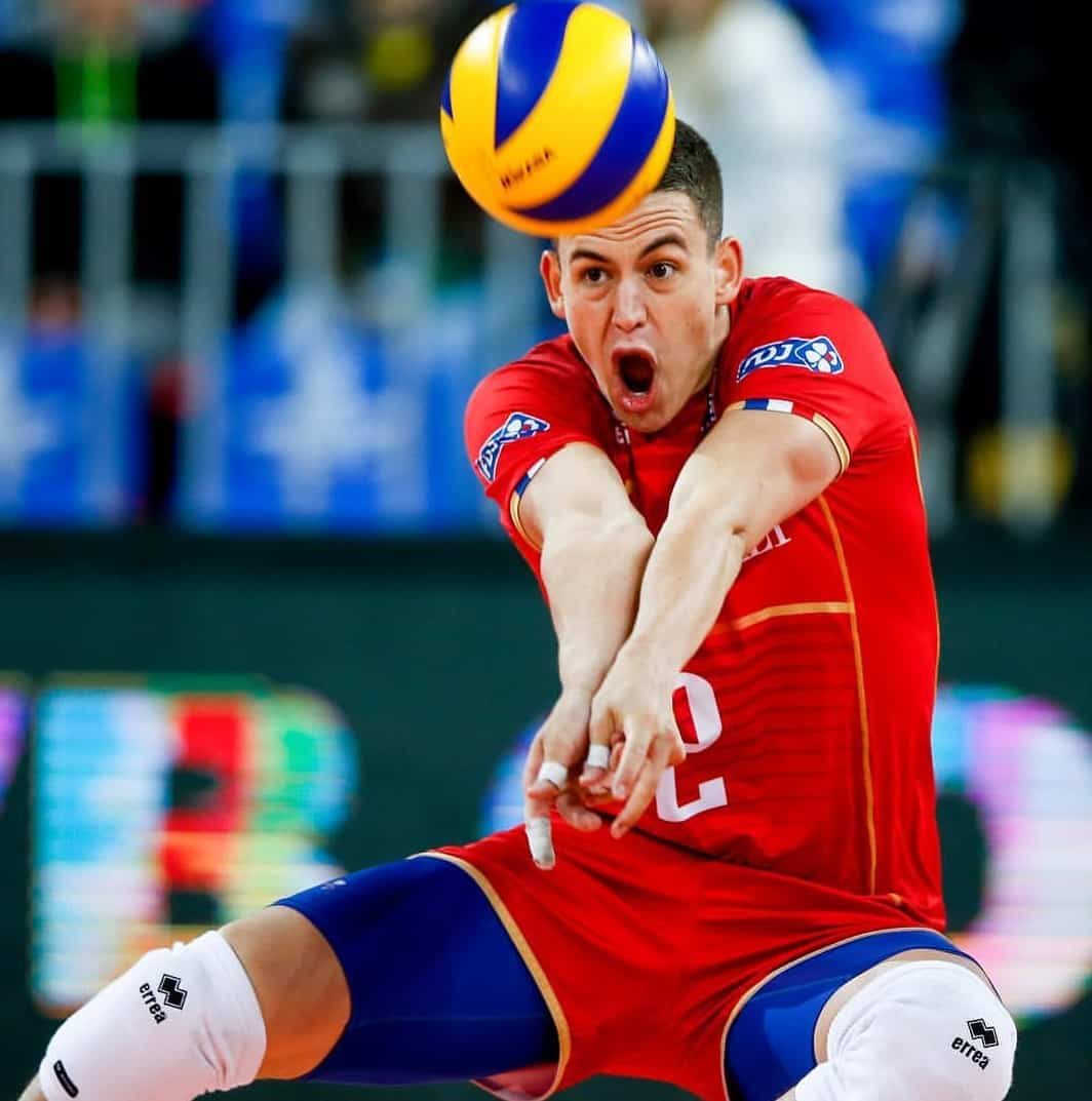 pourquoi-un-joueur-a-t-il-un-maillot-different-au-volley-1