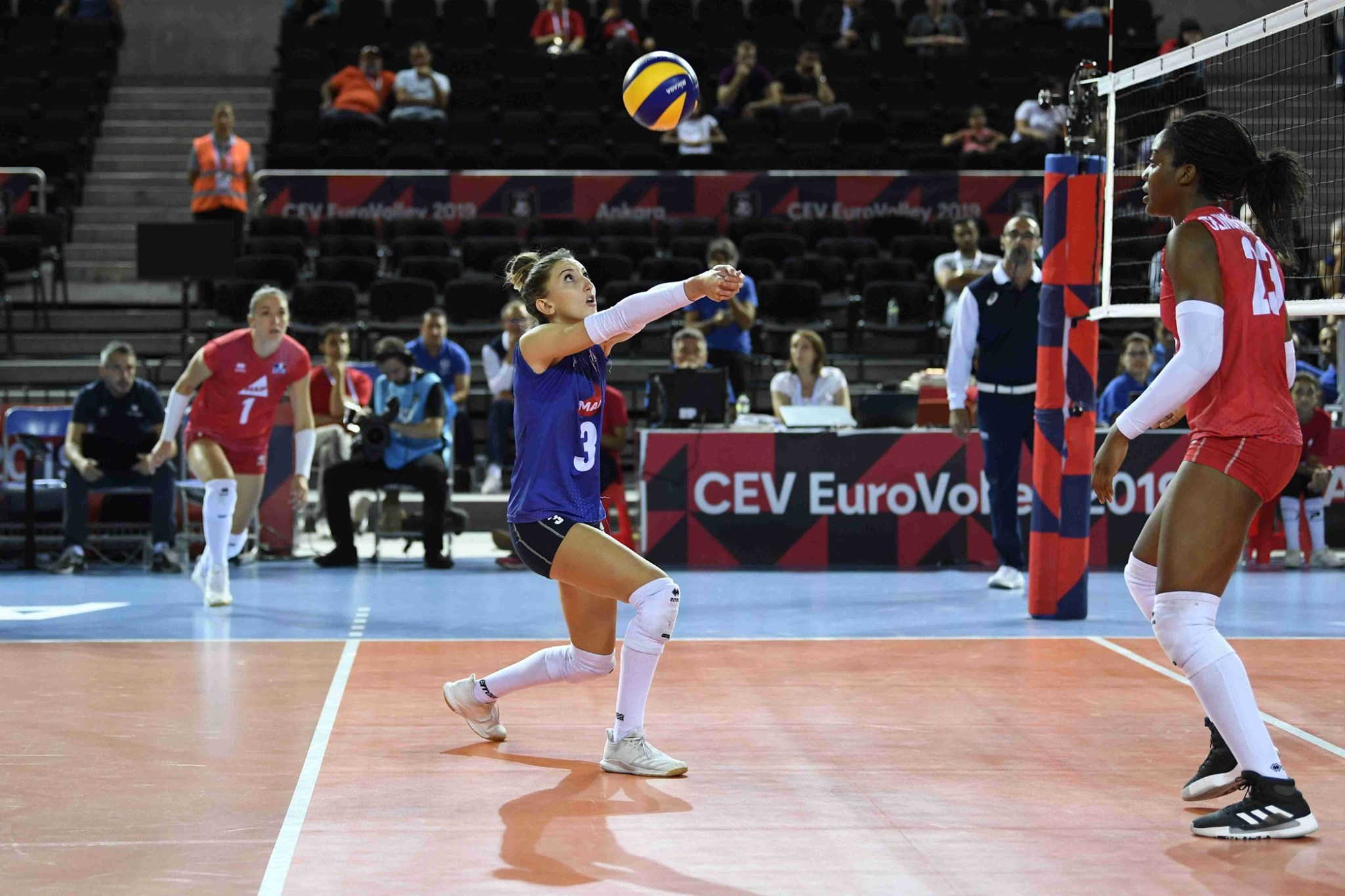 pourquoi-un-joueur-a-un-maillot-different-au-volley-le-libero-2