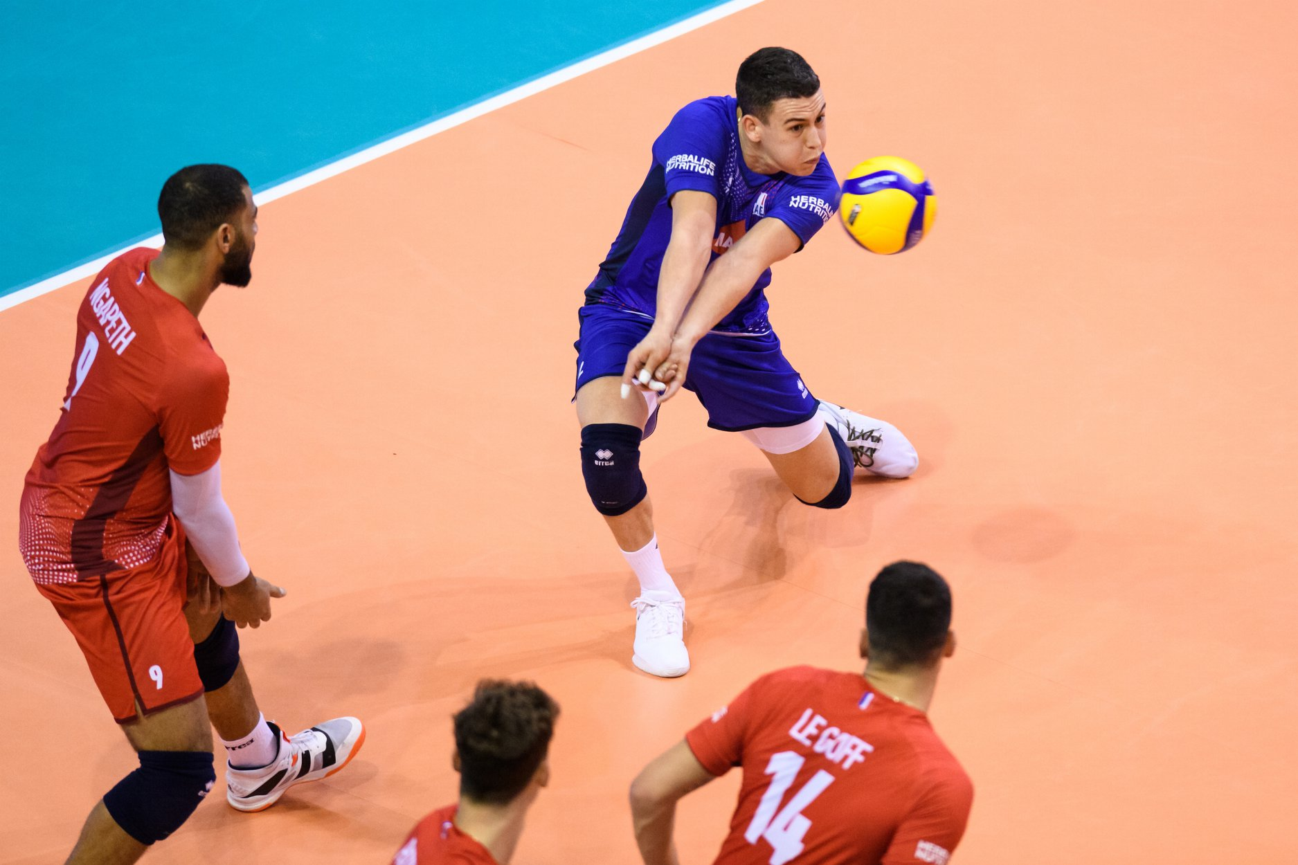 pourquoi-un-joueur-a-un-maillot-different-au-volley-le-libero-4