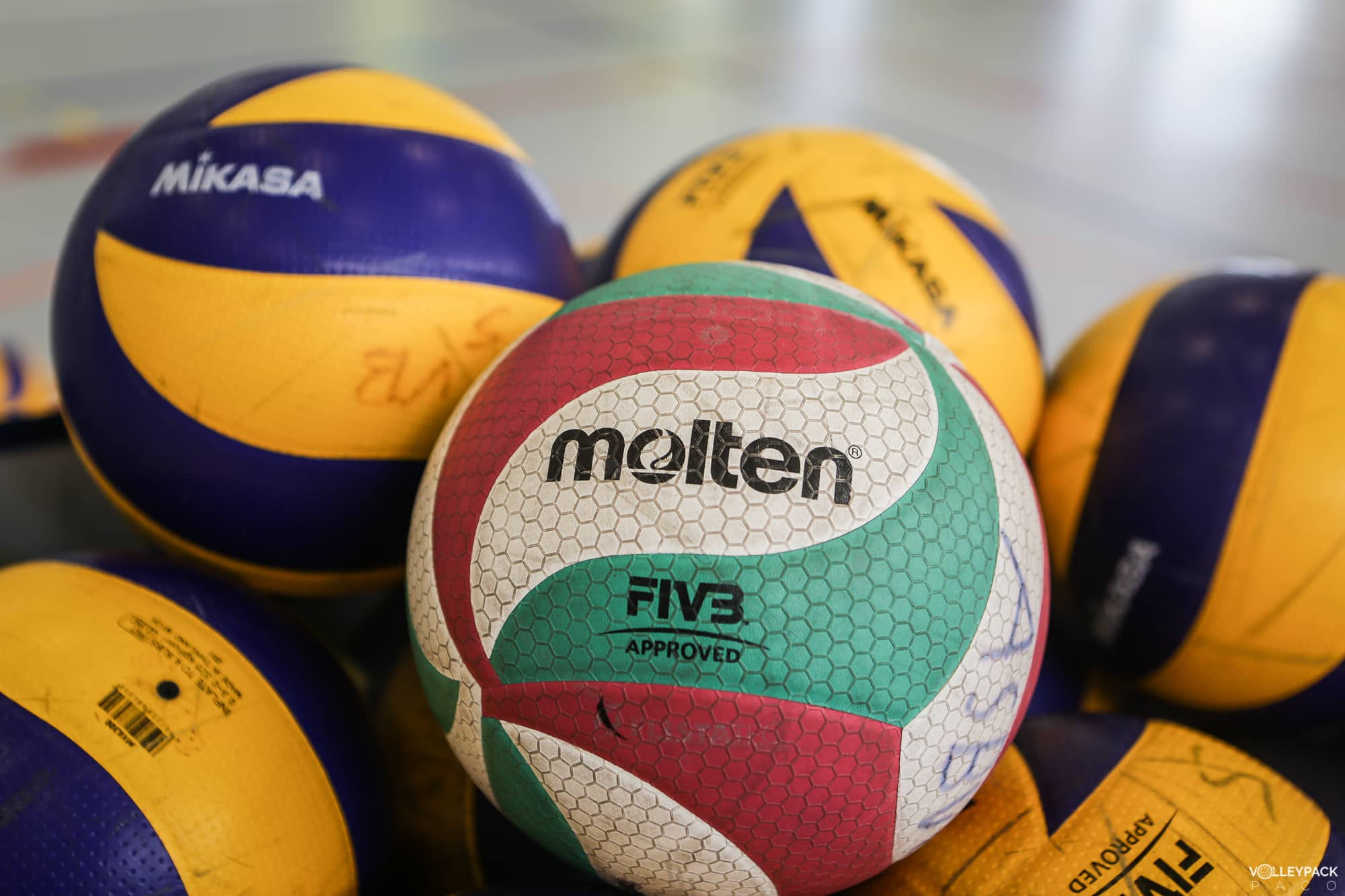 ballon-volley-ball-molten-V5M5000-volleypack-9