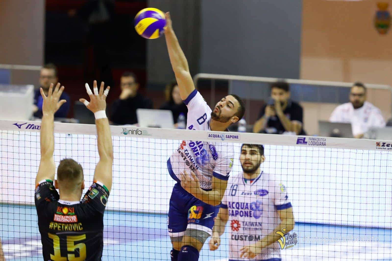 volleypack-focus-sur-swan-ngapeth-2019-8