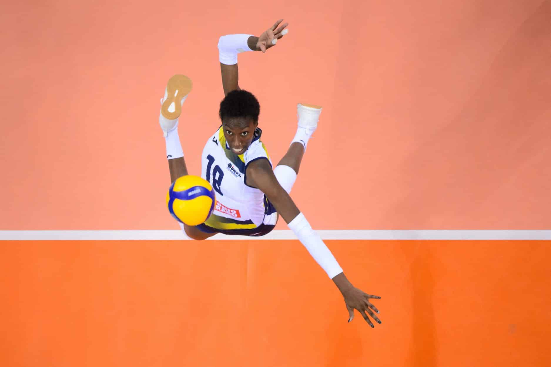 paola-egonu-imoco-volley-adidas-crazyflight-x3-mid-volleypack-2019-2